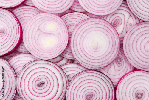 Foto Onion slices as a background. Top view.
