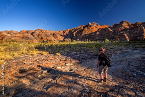 Fototapeta Nature photographer on a hiking trip at the Australian outback between dome of r