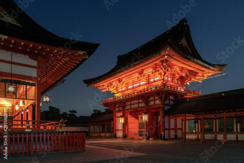 Foto auf AluDibond Peking Fushimi Inari Taisha Shrine at night. Kyoto, Japan
