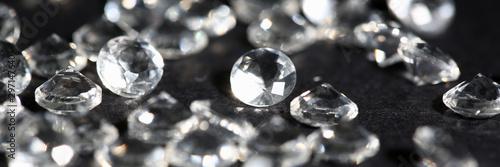 Fototapeta Diament  scattering-of-white-star-diamonds-on-black