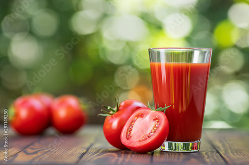 Fototapeta tomato juice in glass obraz