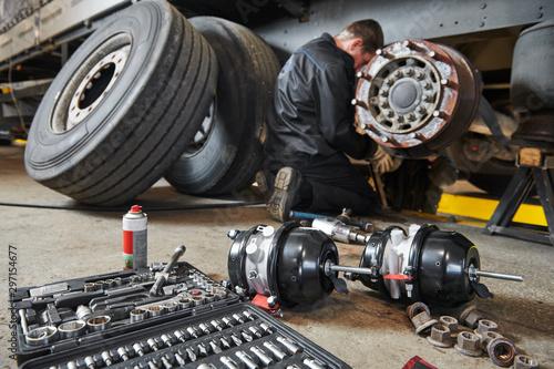Truck repair service Fototapete