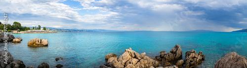 Fotografía  Paisaje marítimo, panorámico de Opatija, en la península de Istria, Croacia,  en