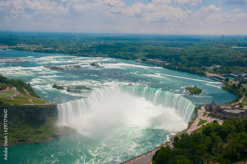 Foto auf Leinwand Wasserfalle Landscape of the beautiful Niagara waterfalls in Canada