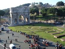 Arco Di Constantino Och Palatino I Bakgrunden