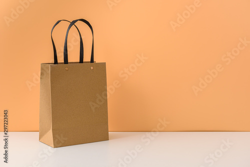 Fotografía  mockup of blank craft package or Brown paper shopping bag with handles