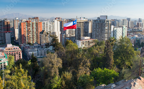 Fotografía  Panorama of Downtown Santiago Chile with Chilean Flag from Santa Lucia Hill