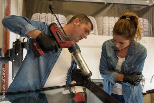 Fotografie, Obraz  automotive glass installer