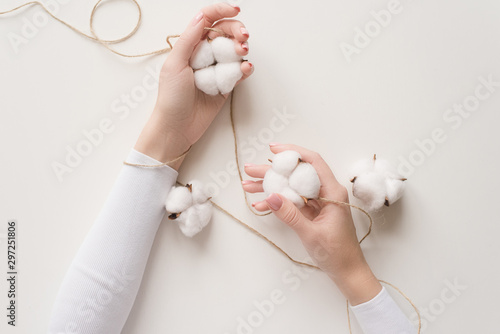 Stampa su Tela  Girl's hand on a white background with the colors of the cotton