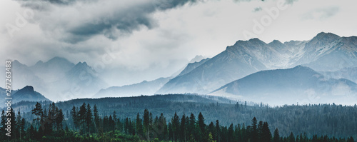 Foto  Mountain peaks in clouds and fog. Tatra Mountains, Poland.