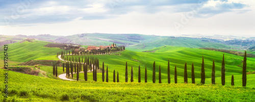 Foto auf Gartenposter Weiß Green spring in Tuscany / Amazing spring landscape with green rolling hills, cypresses and farm houses in the heart of Tuscany, Italy
