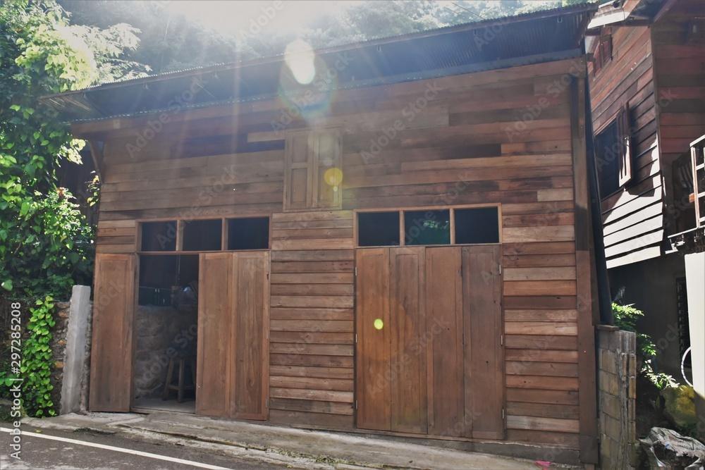Fototapety, obrazy: old wooden house