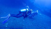 Dive 15 Meters Deep. Divers Ar...
