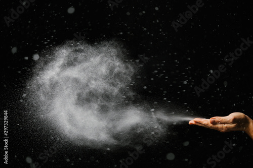 Papel de parede snow blows from hands on black background