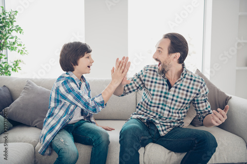 Photo Portrait of two nice attractive cheerful cheery excited guys dad and son clappin