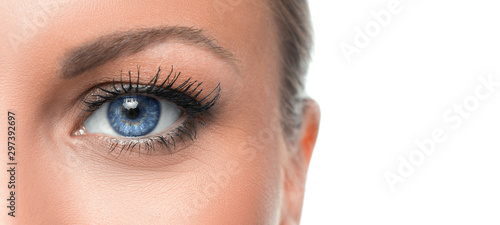 Canvastavla Close up photo of a woman's blue eye