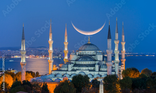 Photo  The Blue Mosque with crescent moon (new moon) (Sultanahmet), Istanbul, Turkey