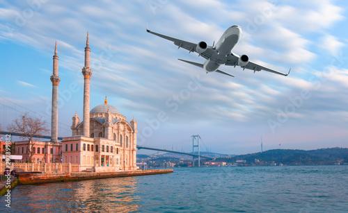 Fényképezés  Airplane flying over Ortakoy Mosque  - Istanbul, Turkey