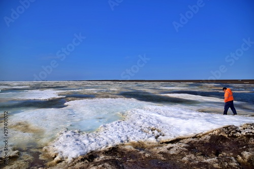 Canvas Print Stepping into the Arctic Ocean - Point Barrow