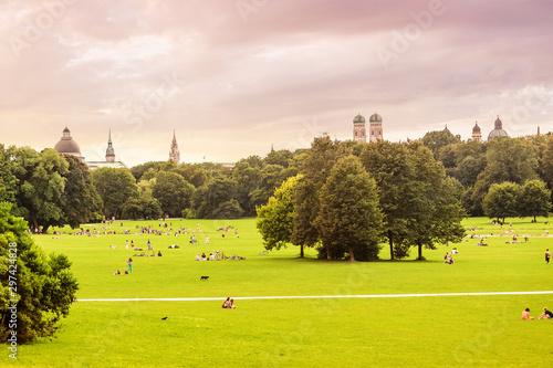 Foto auf Leinwand Garten English garden and Munich skyline panoramic view