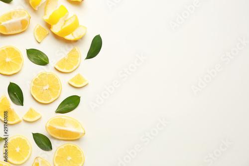 Fotomural  Ripe lemons on white background