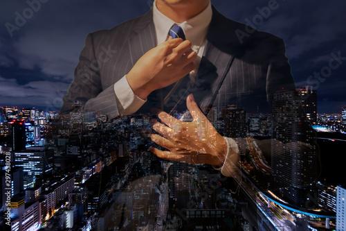 Fotografie, Obraz 夜景に写る成功したビジネスマン