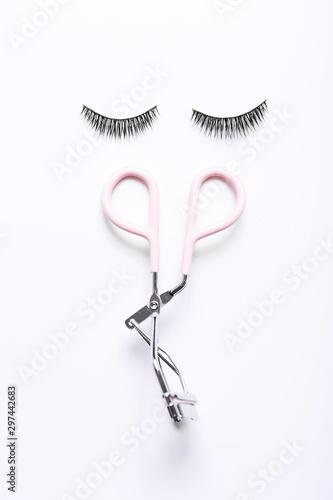 Fashion fake false eyelash with curler on white background Fototapet