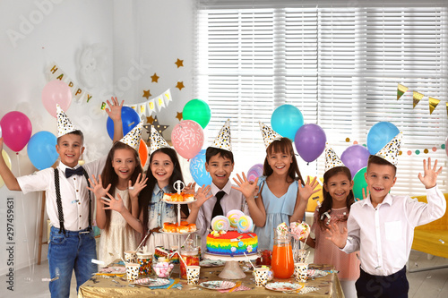 Obraz Happy children at birthday party in decorated room - fototapety do salonu