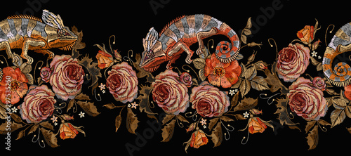 Fototapeta  Beautiful chameleons and red roses horizontal seamless pattern