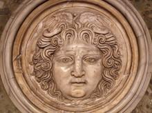 Medusa Face Sculpture. Head Po...