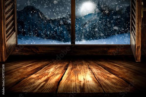 Montage in der Fensternische Schwarz Winter window sill and free space for your decoration.
