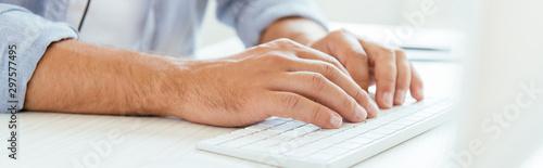 Fotomural  panoramic shot of man typing on computer keyboard