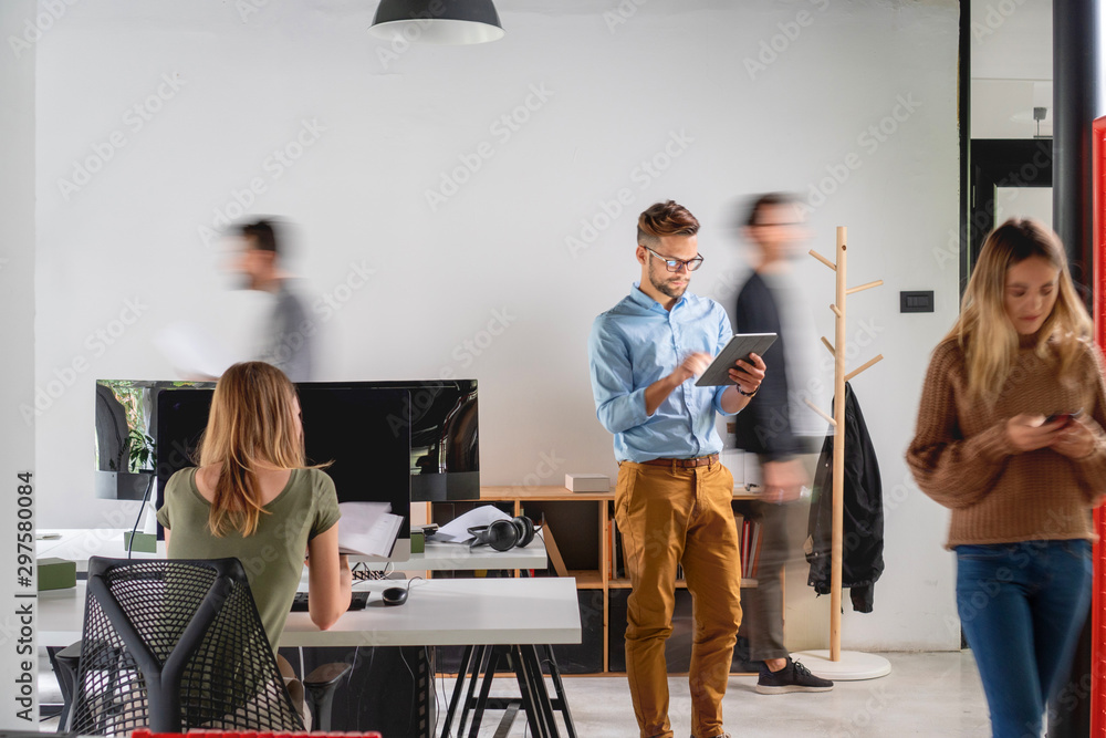 Fototapety, obrazy: Creative people working at startup