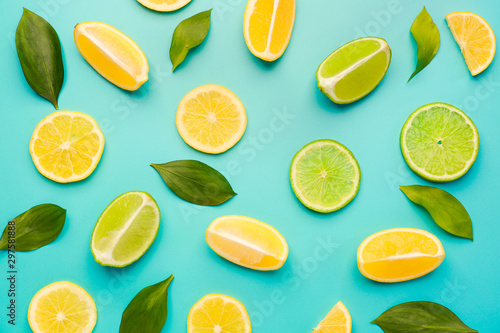Valokuvatapetti Ripe cut lemons and limes on color background