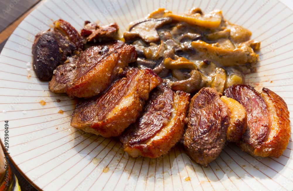 Fototapety, obrazy: Slices of duck magret with mushrooms