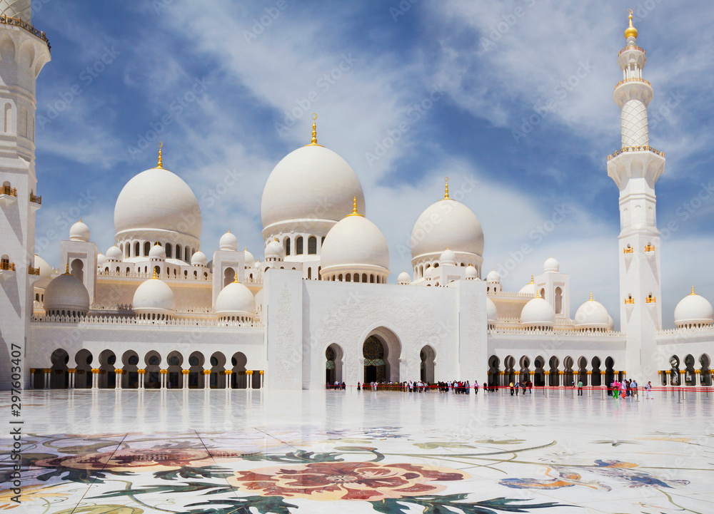 Fototapety, obrazy: United Arab Emirates. abu dhabi. White mosque.  It is one of the largest mosques in the world located in Abu Dhabi, the capital of the UAE. The majestic white mosque is named after Sheikh Zayed, the c