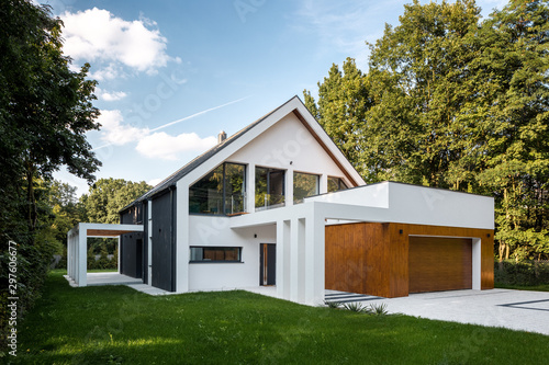Obraz Modern house with garage - fototapety do salonu