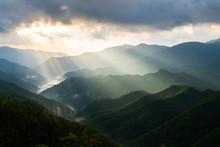 奈良 野迫川村の雲海と光芒 秋の景色