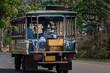 Transporter  mit viel Ladung auf einer Straße in Thailand