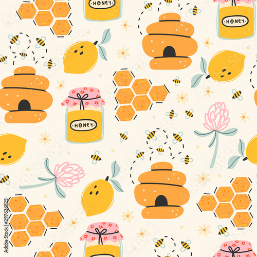 Foto Set of cute bees, tasty healthy honey, jars, hive, flower, honeycomb