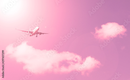 Foto auf AluDibond Rosa Lovey Sunset over an airliner in the sky with white clouds.