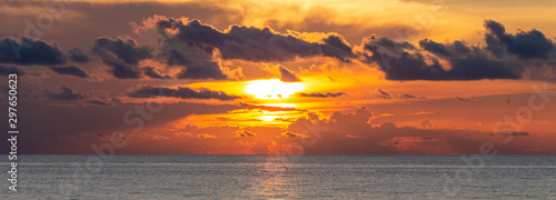 Montage in der Fensternische Cappuccino Beautiful dramatic cloudscape landscape sunset from the beach