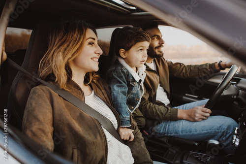 Happy family sitting in the car. Tablou Canvas