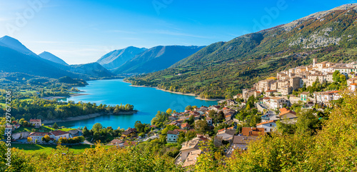 Photo Panoramic view in Barrea, province of L'Aquila in the Abruzzo region of Italy