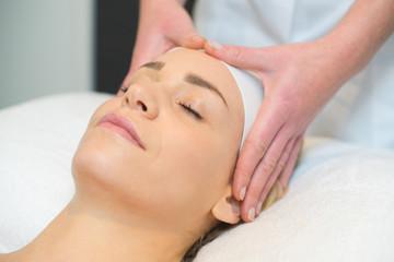 Fototapeta na wymiar woman having forehead massage