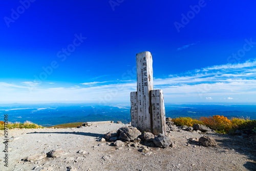 Fotobehang Donkerblauw 栗駒山山頂紅葉神の絨毯