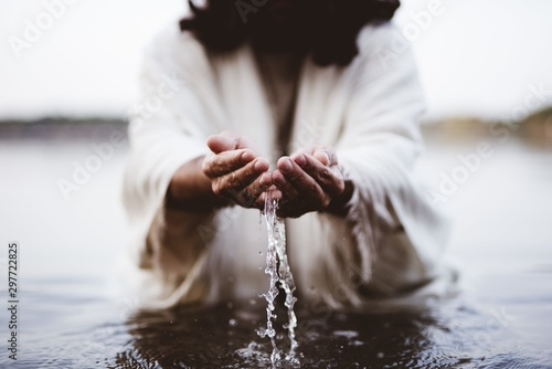 Foto  Biblical scene - of Jesus Christ drinking water with his hands