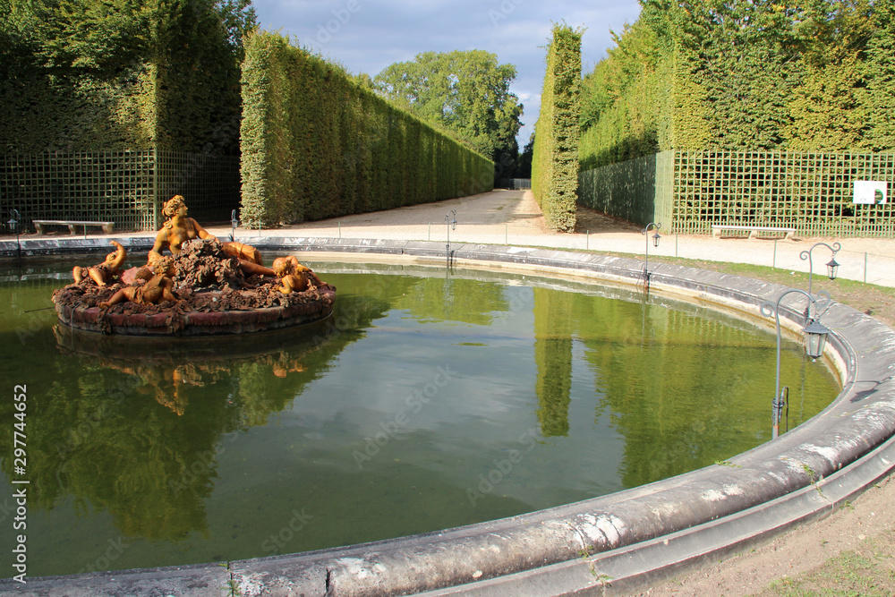 Fototapety, obrazy: pond in the gardens of the castle of versailles (france)