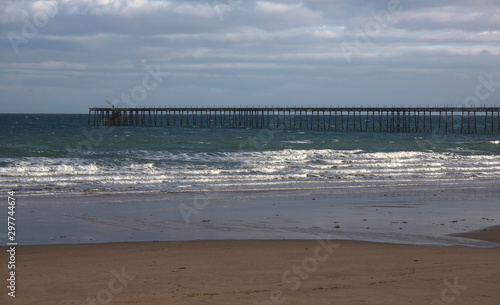 Fotografía Ramsey Beach, Isle of Man, British Isles, with abandon pier in the background