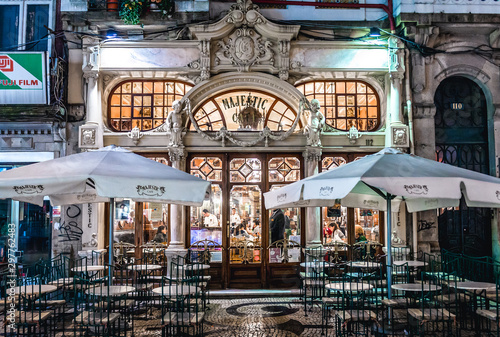 Obraz na plátně Porto, Portugal - December 7, 2016: Exterior of Cafe Majestic at Rua Santa Catar